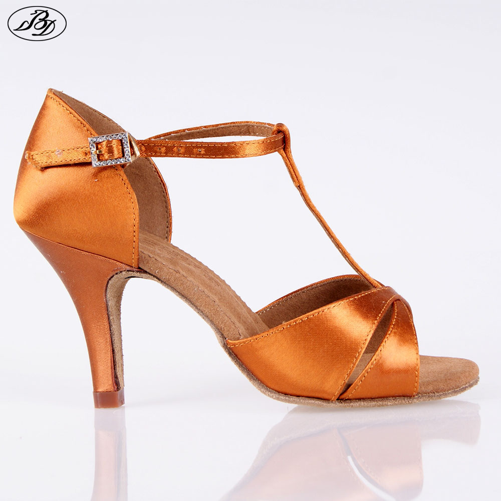 Hot Sale Kvinder Latin BD Dansesko 2358 Satin Sandal Ladies Latin Dancing Shoes High Heel Soft Sole T bar indendørs