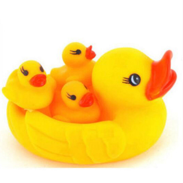 4PCS One Big Duck WithThree Little Ducks Baby Bathing Developmental Toys Water Floating Squeaky Rubber Ducks