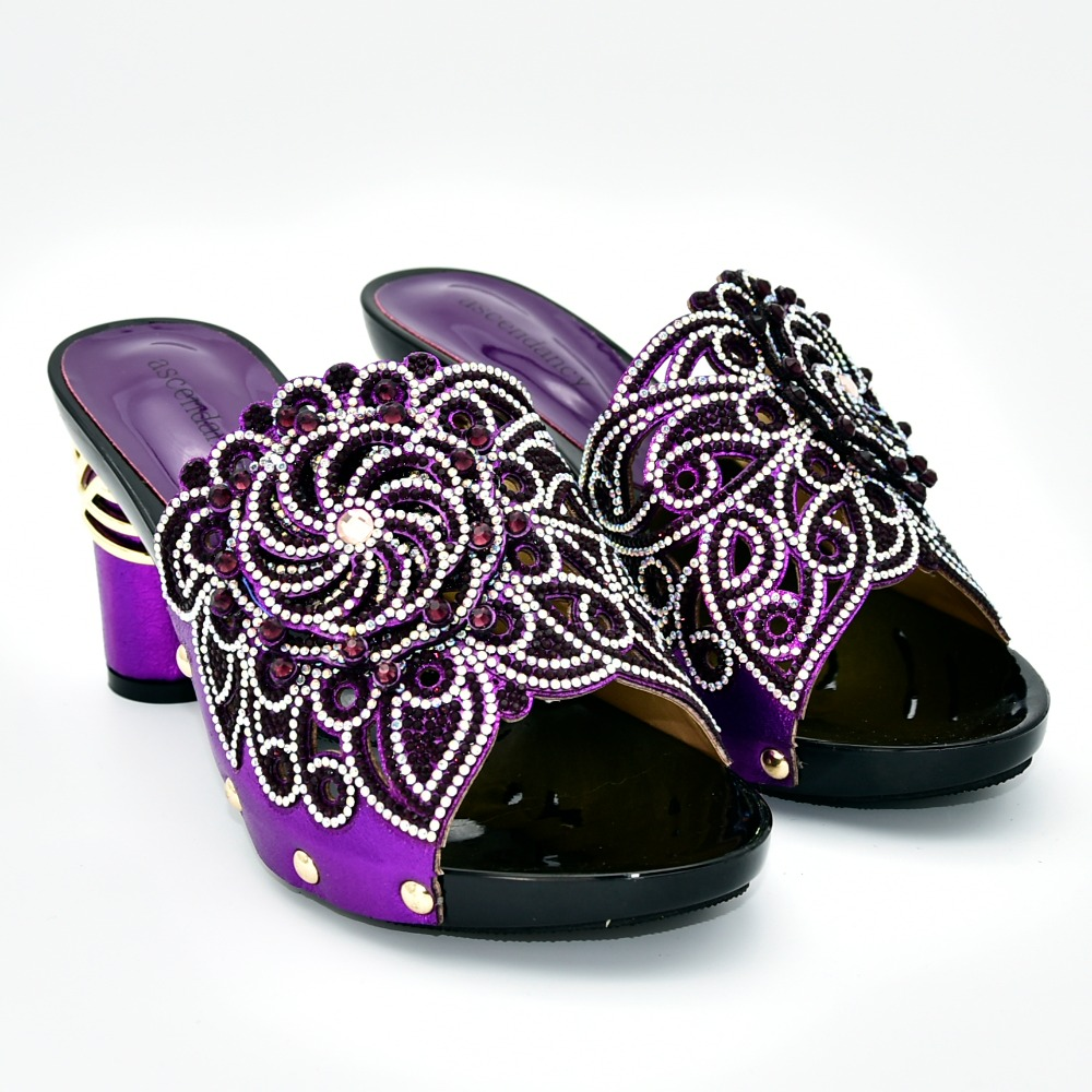 Elegante di nuovo arrivo pistoni delle donne scarpe con il grande fiore e le pietre 3.5 pollici tacco molto bello della signora scarpe sandali SS015-2Elegante di nuovo arrivo pistoni delle donne scarpe con il grande fiore e le pietre 3.5 pollici tacco molto bello della signora scarpe sandali SS015-2