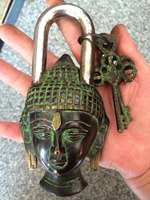 MOEHOMES Rare Chinese old style big Brass Carved buddha head statue lock with 2 keys Home decorations metal handicraft