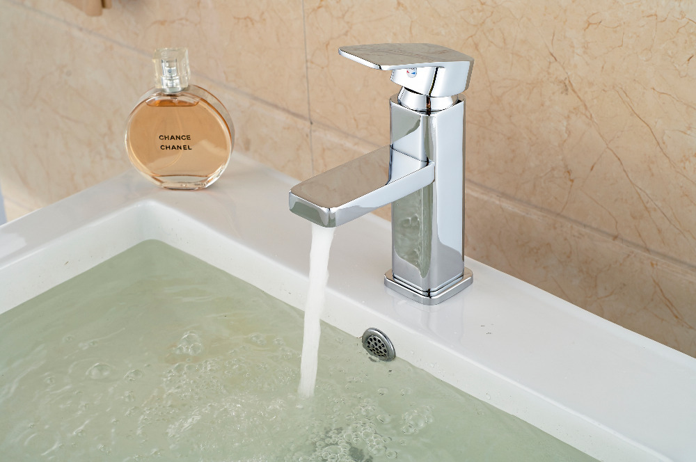 Hot Sale Chrome Brass Bathroom Basin Faucet Single Handle Hole Vanity Sink Mixer Tap Hot & Cold Mixer