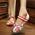 Clearance sale Spring Chinese style flower embroidery handmade women shoes embroidered fashion flats shoes for ladies 3 colors