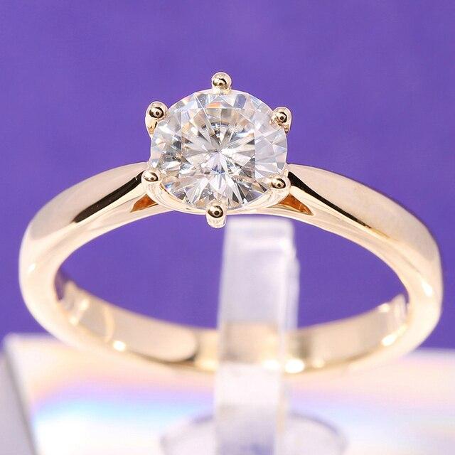 Transgems Solitaire Anello di Fidanzamento 14 k Oro Giallo 1 carat Diametro 6.5mm F Colore Moissanite Anello di Fidanzamento Per Le Donne da sposa