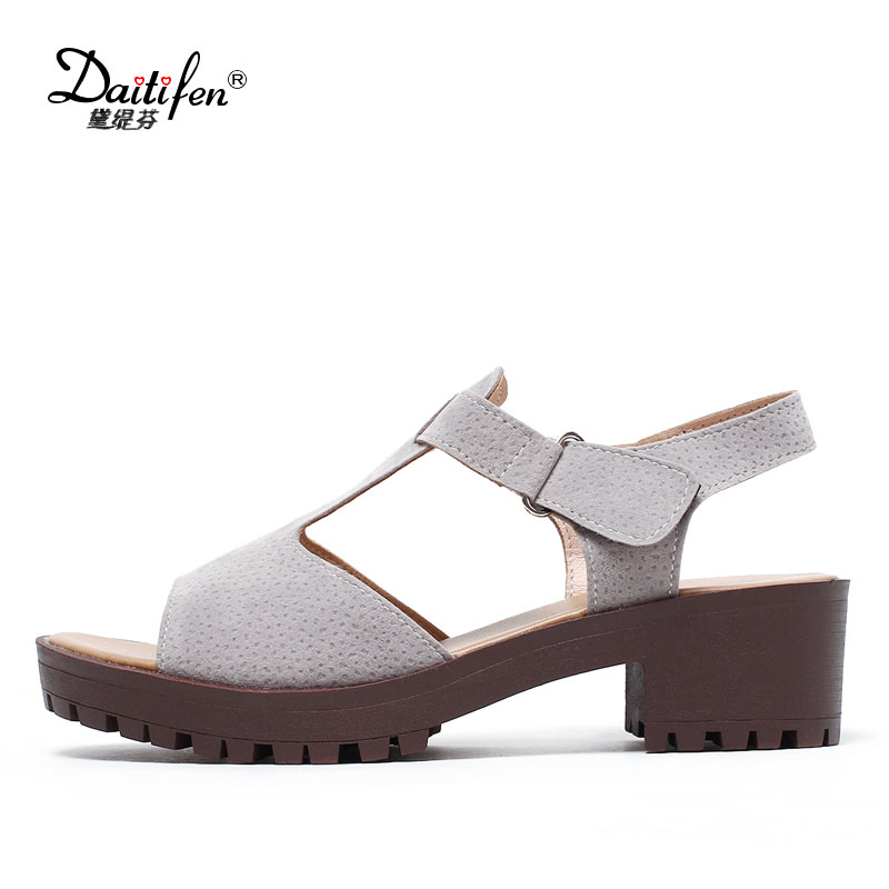 Daitifen Hot Sale Woman Flat Sandals Shoes T-Strap Women Platform Sandals Summer Casual Ladies Flats Heel Shoes sandalia mujer pinsen 2017 summer women flat platform sandals shoes woman casual air mesh comfortable breathable shoes lace up zapatillas mujer