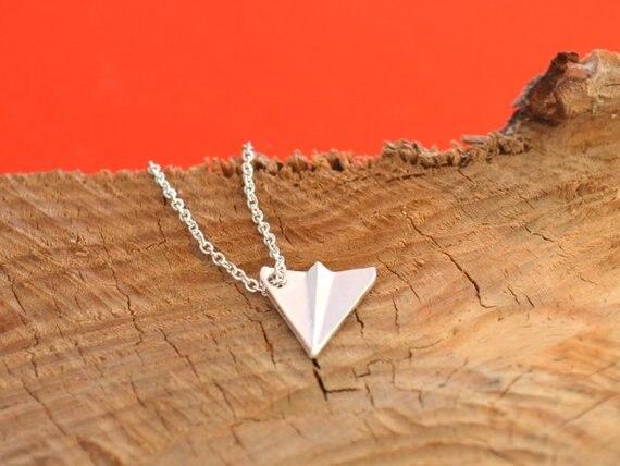 ba2b69c8cf6a 30 piezas pequeñas de papel Origami avión collar Harry minimalista europea  de vuelo de avión colgante collares de cadena para las mujeres