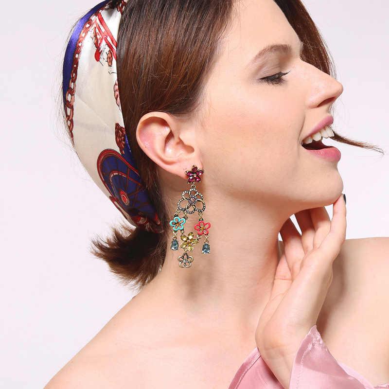 キス私新しいフラワークリスタルイヤリングユニークな亜鉛合金シャンデリアブラブライヤリングの女性のアクセサリー
