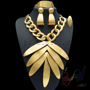 Image 1 - Yulaili Groothandel Goedkope Mode Dubai Decorousness Sieraden Sets Rose Goud Kleur Big Leaf Shape Hanger Ketting Oorbellen