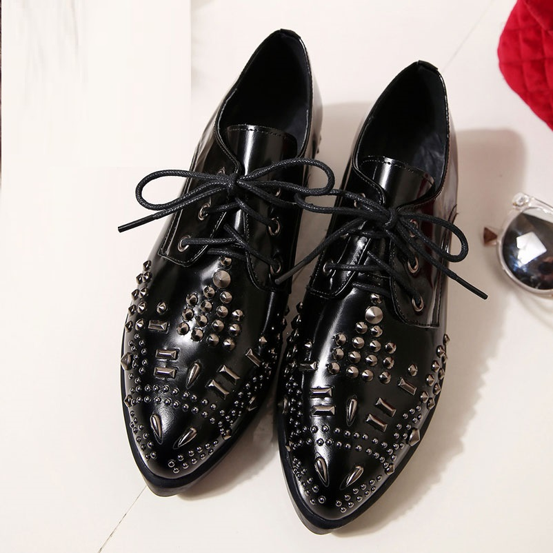 ФОТО 2017 Oxford Shoes For Women Genuine Leather Women Luxury Fashion Designer Shoes Spring Rivets Woman Oxfords famous Luxury