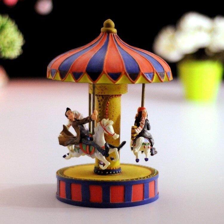 Boîte à musique carrousel amoureux romantiques boîte à musique en résine cadeaux cadeau d'anniversaire petite amie