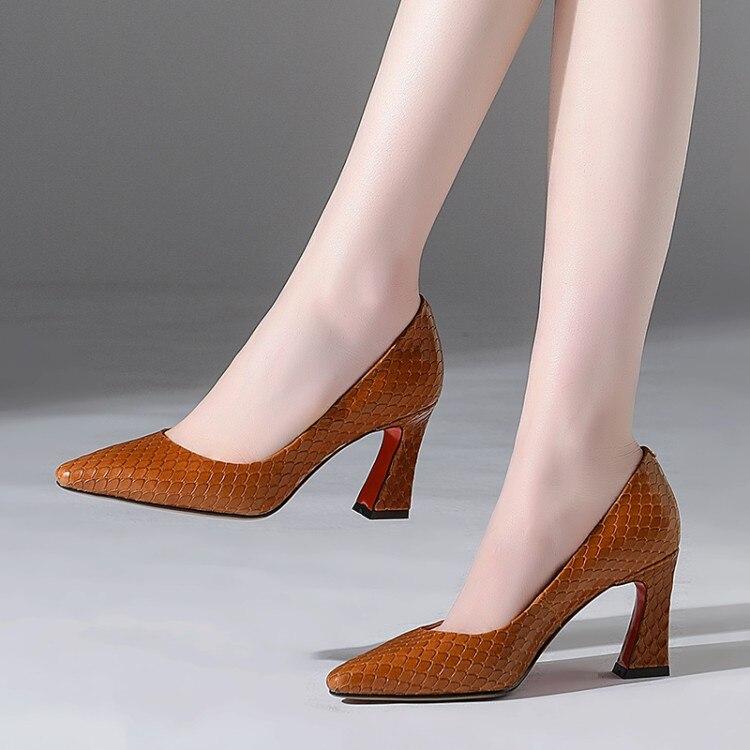 De Tacones {zorssar} Altos Mujeres Tamaño Negro 43 Llegada Gran Marca Punta Nueva Zapatos Mujer Baja Moda marrón 2018 Las wqq8IpA