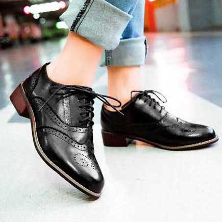 a7294e30d5 Vintage British Style Round Toe Lace Up Oxford Shoes For Women Fashion  Carved Women Oxfords Ladies Casual Flat Shoes