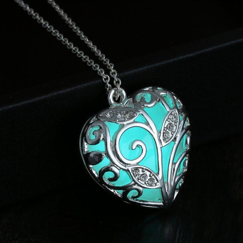 Collier coeur brillant dans le noir pendentif cadeau de noël pour maman fille