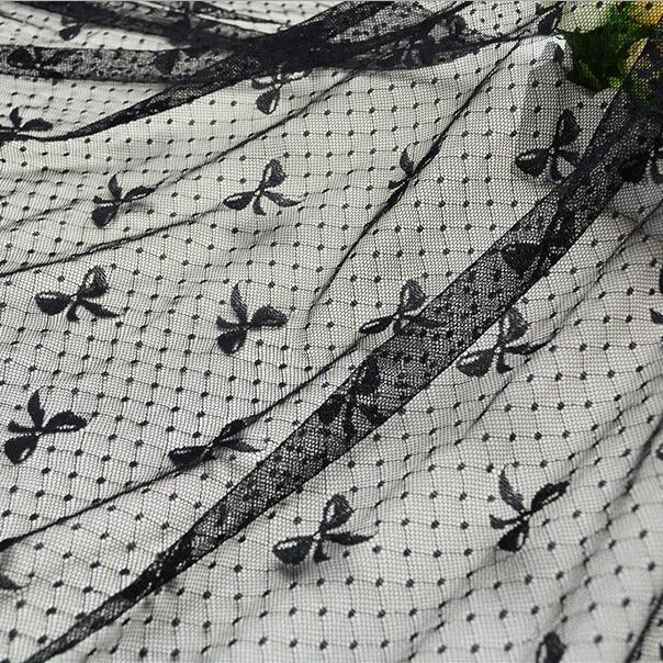 Il trasporto Libero di Alta Qualità Morbido Spandex Netto Del Merletto di  Bowknot del Tessuto Cucito Accessori Abbigliamento Materiale Garza Abito di  Pizzo f1ff9358f39