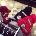 Moda 2016 Otoño Y El Invierno Femenina Sombreros Venta Caliente Parche bordado cartas sombrero de La Bola de Tejer Cap
