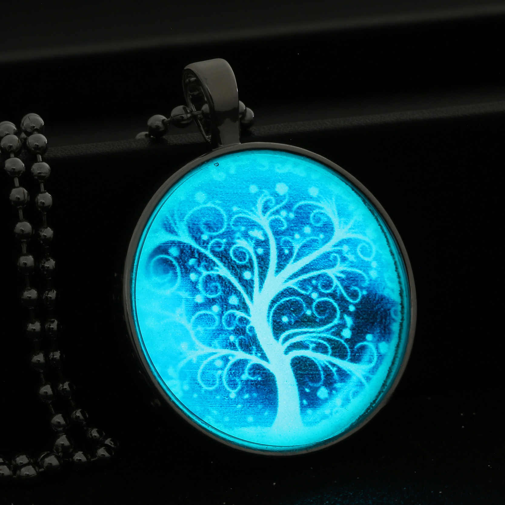 Bead Chain Blue Night Light Tree Necklace Tree of Life Glow In Dark Jewelry Woman Noctilucent Glass Gems Cabochon Birthday Gift