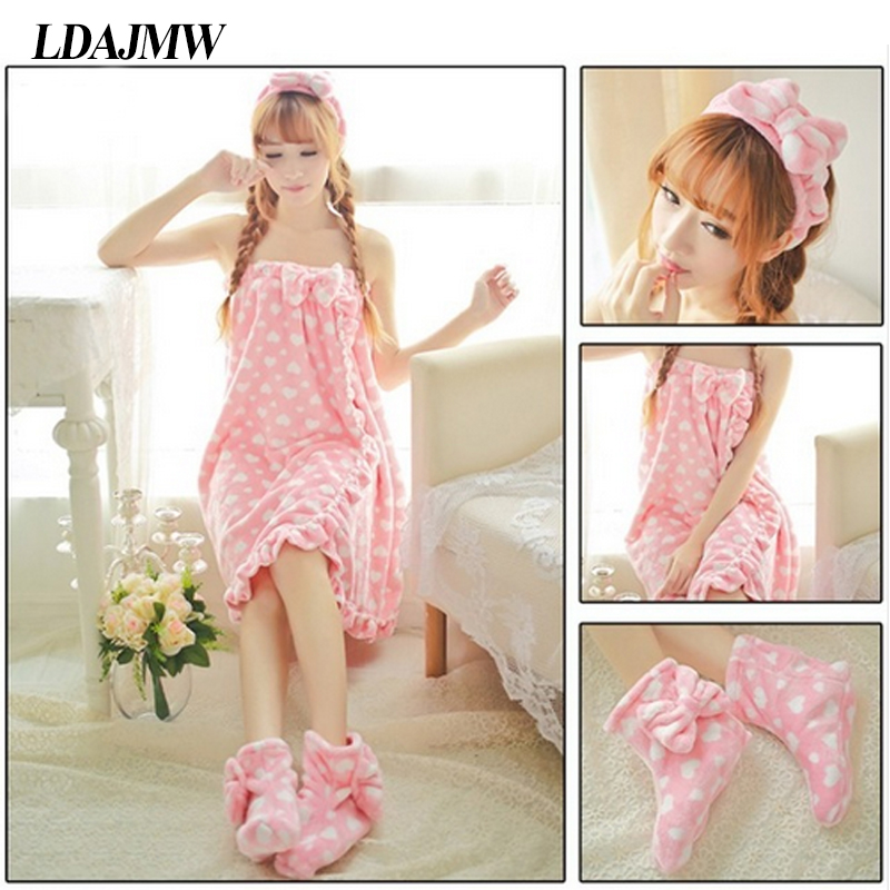 3PCS / Sett Vinter Sweet Flannel Robe Wrapped Bryst Badehåndkle Set With Hair Band Badekåpe Sko HomeTextile Suspenders Bath Skirt