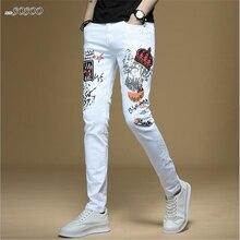62141fc770 Nuevo hombres jeans pintado a mano carta impresión 100% algodón blanco  denim Vaqueros skinny Hombre moda de estilo coreano hombr.