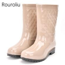 Rouroliu נשים החלקה PVC מגפי גשם עמיד למים נעלי מים אישה אמצע עגל Rainboots חורף חם מוסיף RT171