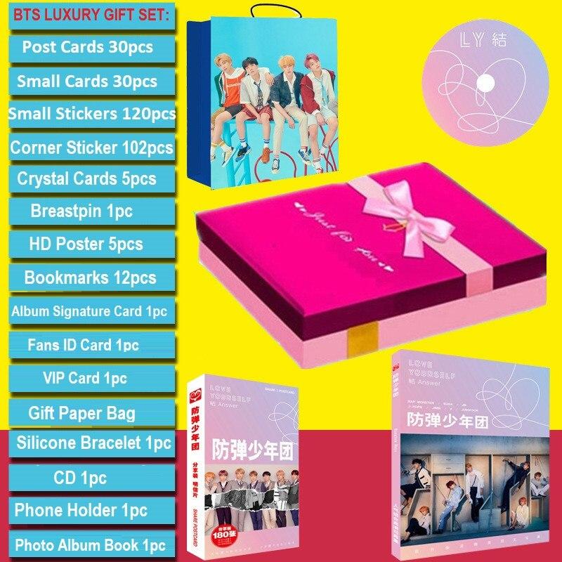 [MYKPOP] BTS роскошный подарочный набор CD + открытка + Фотокнига + держатель + нагрудник + браслет + закладки + наклейки + бумажный пакет SA18101401
