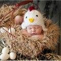 2016 pollo lindo sombrero recién nacido foto atrezzo 0-3 meses infantil del bebé del ganchillo del casquillo del sombrero traje apoyos de la fotografía recem nascido foto