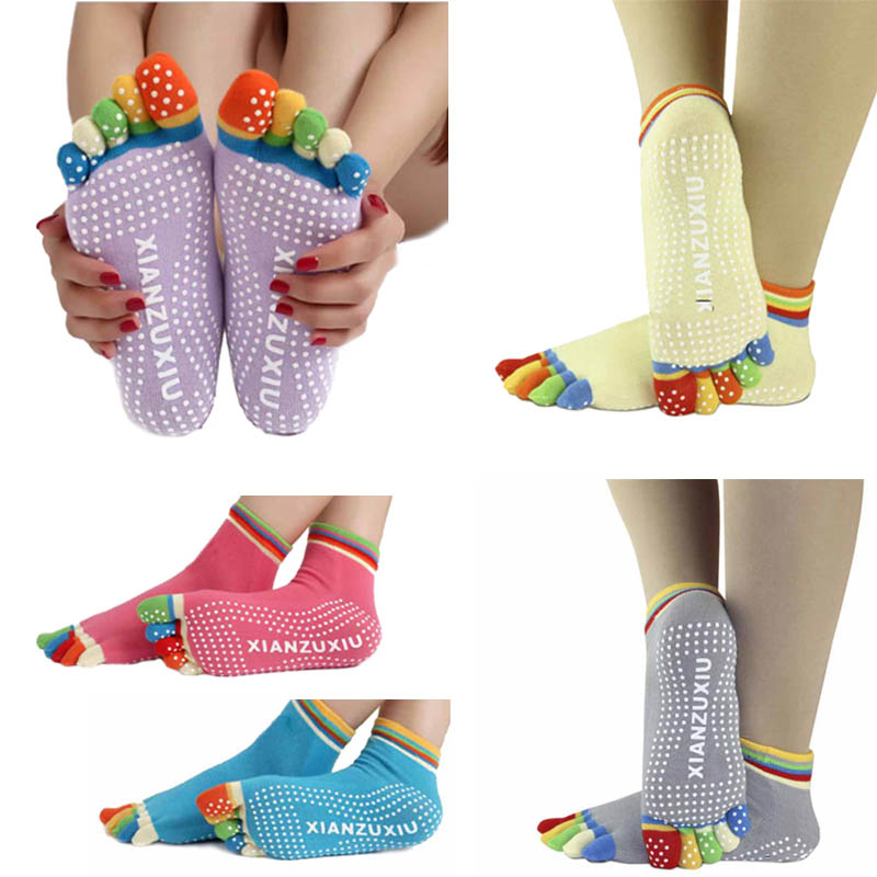 2017 Hot Sale New Cartoon Dot Sox Womens Socks Fashion Meias 5-Toe Colorful Non Slip Massage Toe Socks Full Grip Short Socks