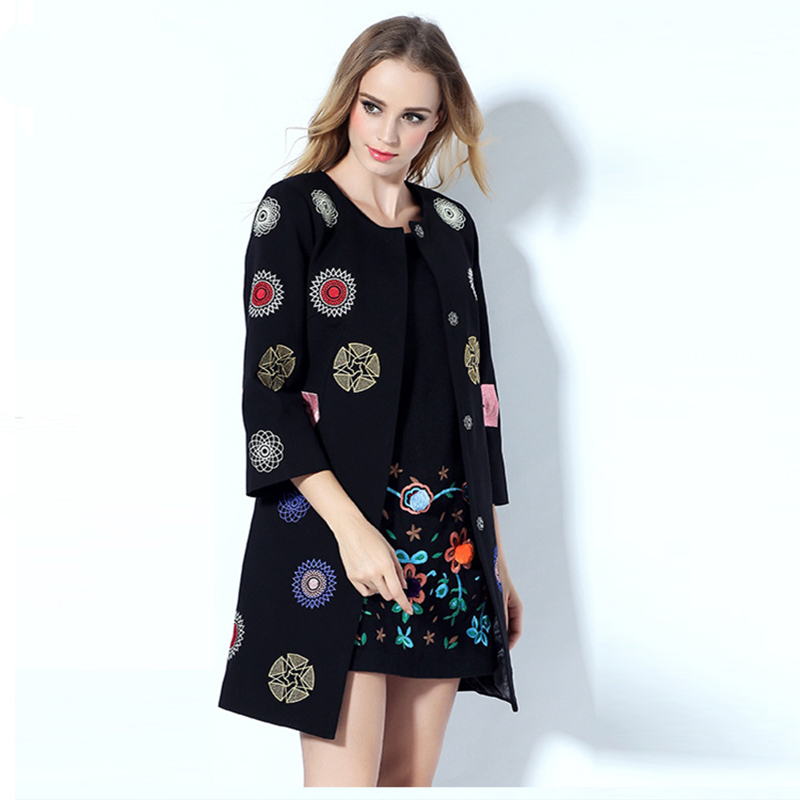 Пальто дизайнерские с вышивкой