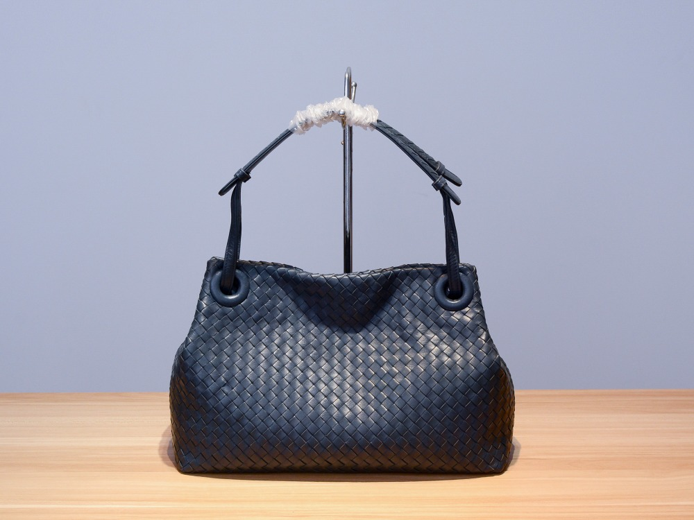 2019 Genuine Leather  Manual  Weave  Single Shoulder Large Volume Package  Woman  High-quality  Inner Zipper Bag  Shoulder Strap
