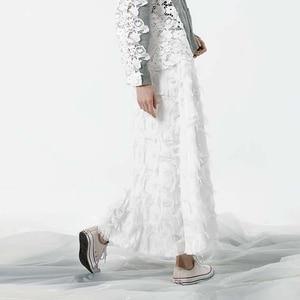 Image 3 - [EAM] 2020 אביב חדש אופנה שחור לבן גדילים תפרים גדול מטוטלת ארוך סוג חצי גוף חצאית נשים YC237