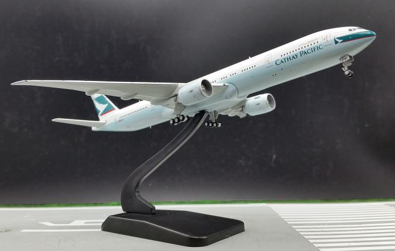 ФОТО Out of print JC WING 1: 400 Cathay Pacific Airways Boeing B777-300ER B-KQY Alloy aircraft model Collection Holiday gifts