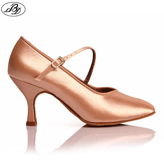 Mulheres Padrão Sapatos de Dança BD 138 Tan Satin Clássico Fresco Alta Senhoras de Salto Baixo Sapatos de Sola Macia Modernos sapatos de Dança De Salão dança