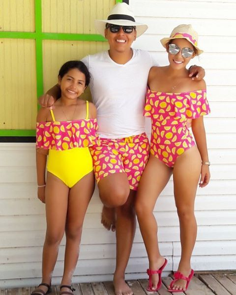 83e0ace13d20d Mother Daughter Clothes Sets Family Matching Swimsuit clothes Swimwear  Bikini Family Look Dad Mom Clothing Beach
