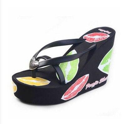 Pantoufles réel Eva Pu 2017 nouvelles tongs femmes arc/lèvres rouges chaussures à semelles compensées haute dérapage sandales plate-forme femme plage pantoufles