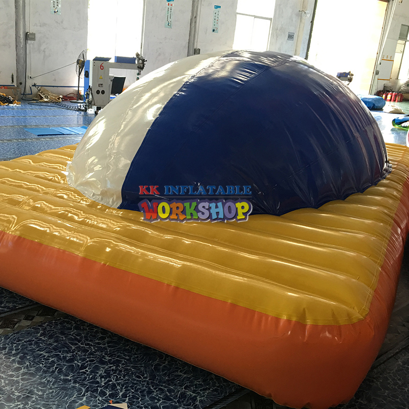 Outdoor water flushing inflatable floating park Water inflatable floating toy