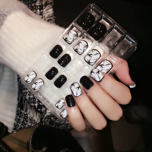 Classical Daily Wear Designed Fake Nails Black White Ink Drawing