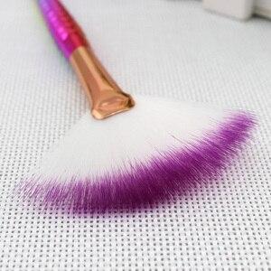 Image 5 - 1PCS Pro Sirena Trucco Grande Fan Brush Fishtail Blush, fard In Polvere Sciolto Prodotti di base Evidenziatore Pennelli Per il Viso Strumento di Bellezza Estetica