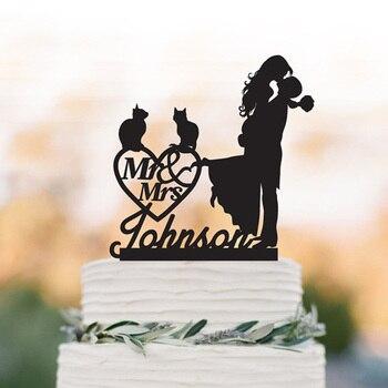 Chat personnalisé gâteau de mariage topper marié levage mariée avec mr et mme gâteau topper. Décor de coeur de mariage personnalisé gâteau topper.
