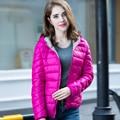 2015 La Moda de Invierno de Down abrigos mujeres de la Marca de Dos colores Doble Desgastadas Pato Abajo Chaquetas Con Capucha corto Parkas Abajo Outwear