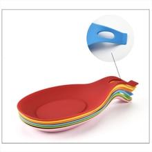 купить 5 Color Multifunction Mat Silicone Insulation Placemat Heat Resistant Put A Spoon Mat  Kitchen Tools table mat по цене 65.13 рублей