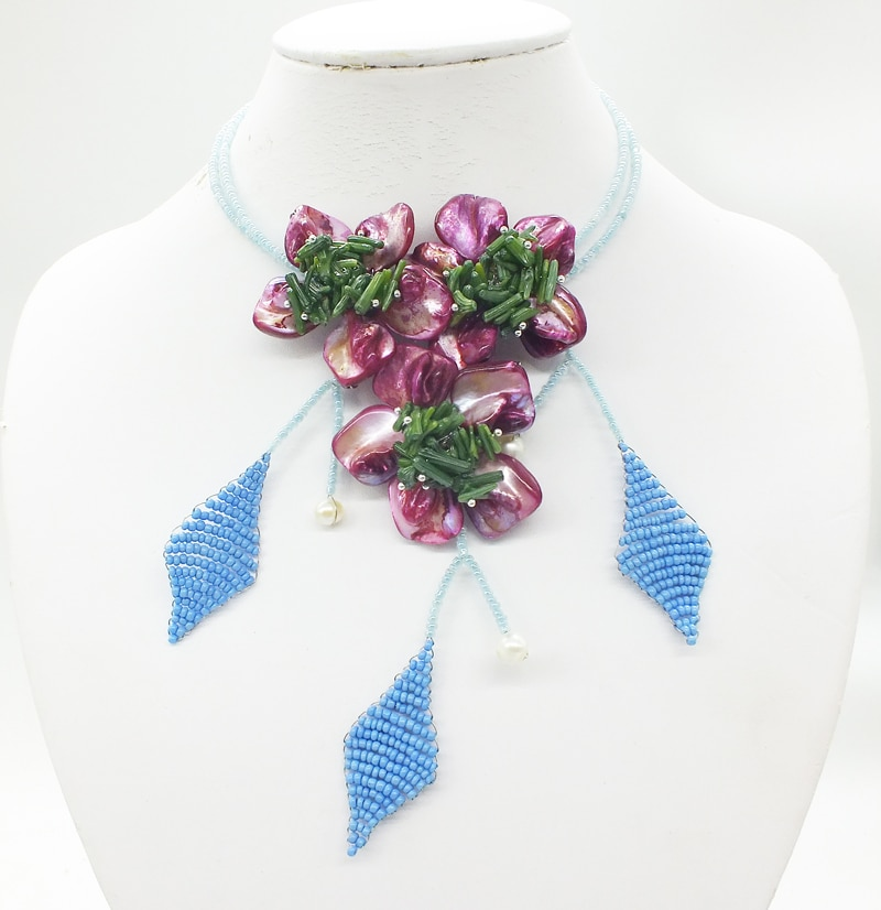 Very popular! ! ! ! Shell/coral flower necklace