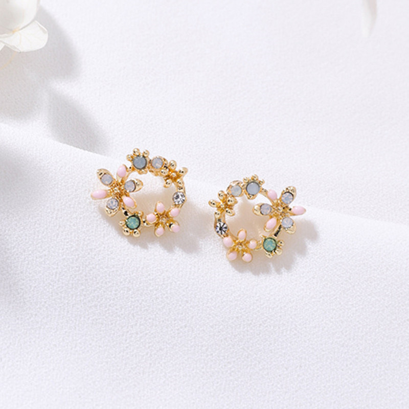 New Tiny Cute Shiny Multicolor Rhinestone Flower Stud Earrings for Women Sweet Fashion Wreath Ear Jewelry Gift Brincos 6C2001 gold earrings for women