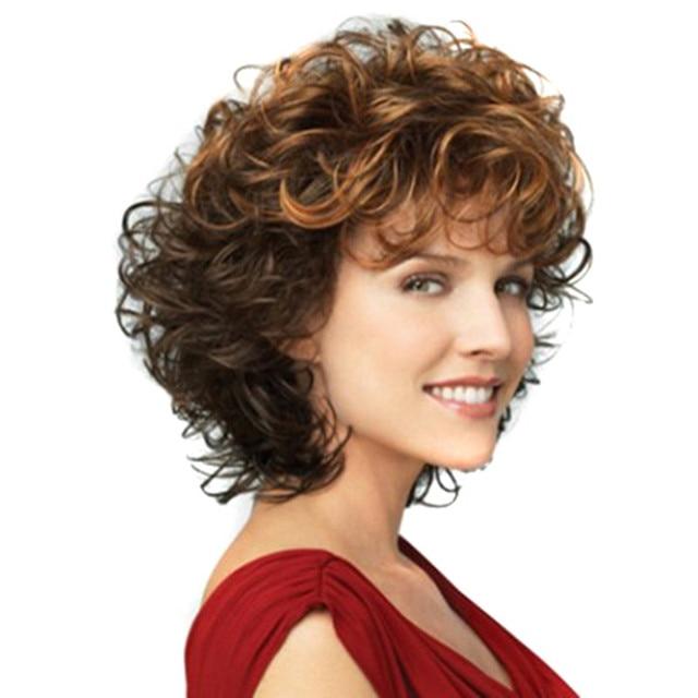 Corte de pelo en capas corto ondulado