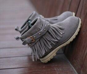 c96fa0aea 2015 nueva moda para niños hijos cuero zapatos para niñas zapatos niños  zapatos de invierno botas con flecos zapatos 2 colores tamaño 26 37 en Botas  de Mamá ...