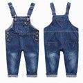 2016 nueva moda para niños overol de mezclilla muchachas del muchacho pantalones haram grande PP suelta pantalones Vaqueros largos del babero del bebé pantalones de mezclilla niños mono