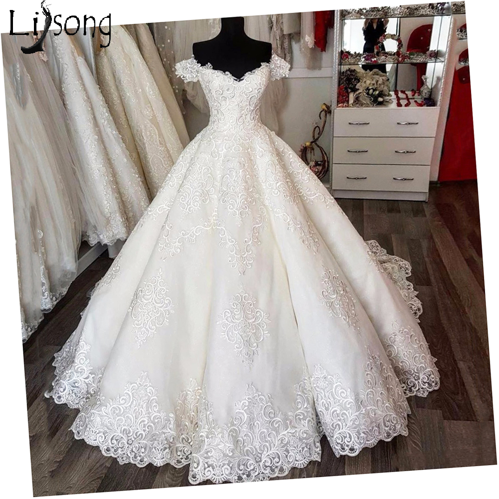 Saudi Arabic Vintage Lace Puffy Wedding Dresses Empire Puffy Bridal Gowns V neck Lace Up Vestido