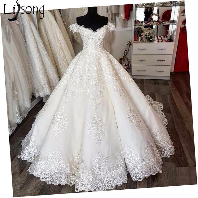 Saudi Arabic Vintage Lace Puffy Wedding Dresses Empire Puffy Bridal Gowns V-neck Lace Up Vestido De Noiva Casamento 2018