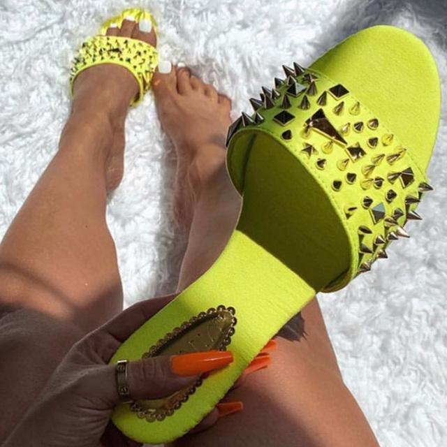 Women Rivet Slippers Flat Casual Ladies Slides Open Toe Outside Metal Decoration Soft Beach Shoes Summer Female Footwear 2019