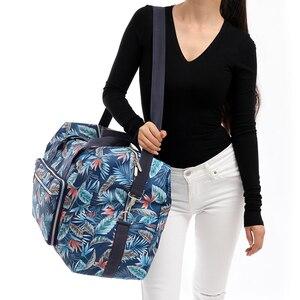 Image 4 - Sac de voyage pliable femmes grande capacité Portable sac à bandoulière dessin animé impression étanche week end bagages fourre tout en gros
