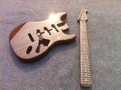 Frete grátis uma peça zebrawood corpo kits de guitarra elétrica/inacabado guitarra incluindo ferragem