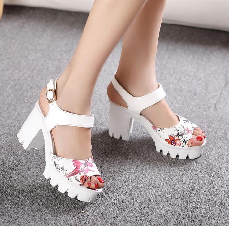 ФОТО European Flower Print Girl Sandals Nice New Fashion Square Heels Platform Shoes Women PU Peep Toe Ladies High Heels Sandalias