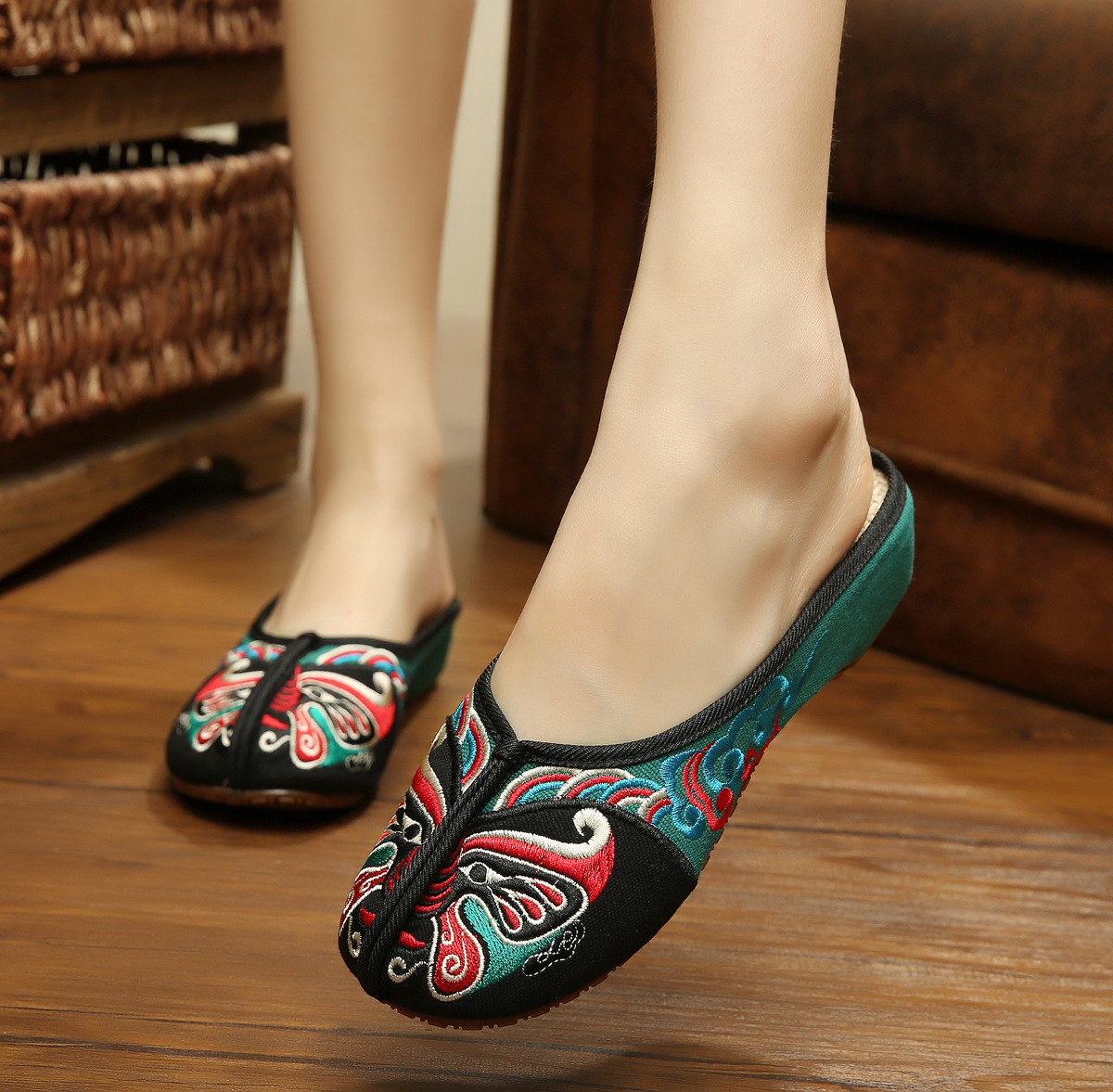 bac3c2a11 Catching 2017 Summer New Pattern Old Beijing Nation The Wind Embroidered  Cotton Slope Slipper Chinese Style Sandals-in Women s Flats from Shoes on  ...